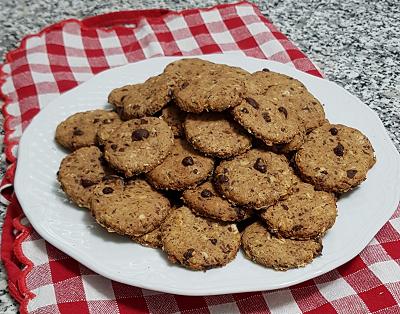 Biscotti integrali con cioccolato avena e semi di lino