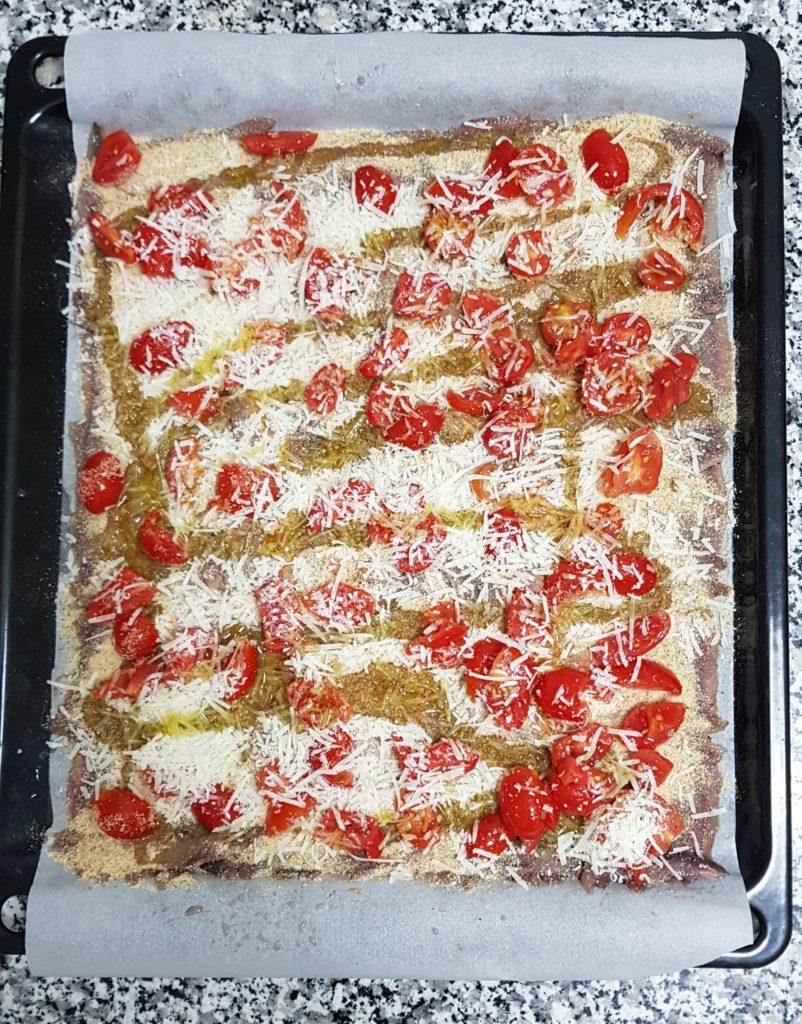 Alici gratinate con pecorino e pomodoro ciliegino